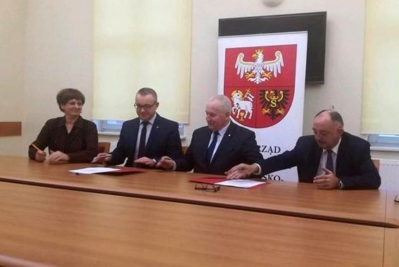 Ilustracja do informacji: Podpisanie umowy o dofinasowanie realizacji projektu