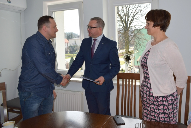 Ilustracja do informacji: Podpisanie umowy na Utworzenie Centrum Aktywności Lokalnej w Wielkich Bałówkach
